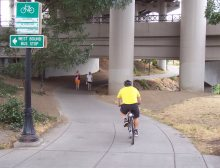 Shared Path in Portland, Oregon: At 3m wide, enough to get past a couple of joggers