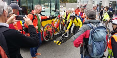So that's how you do it - trying out a bus bike-rack