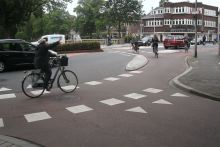 "Turning or going straight? cyclists signalling their intentions at the new ""roundabout"" crossing"